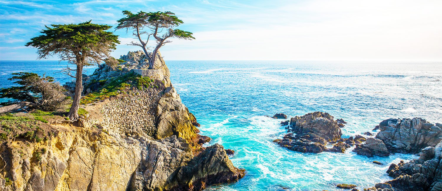 The Lone Oak Lodge is ideally located in Monterey just minutes from the famous lone cypress at 17 mile drive