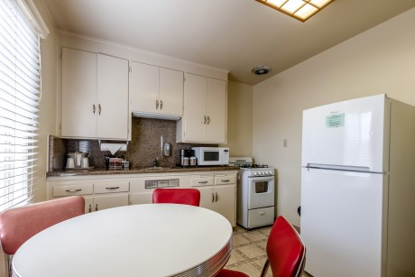 Lone Oak Lodge - Kitchen