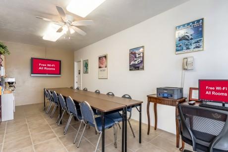 Lone Oak Lodge - Meeting Room